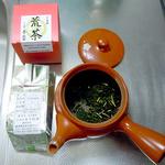 ぐり茶 荒茶を25g(約大さじ2杯)を急須に入れます。